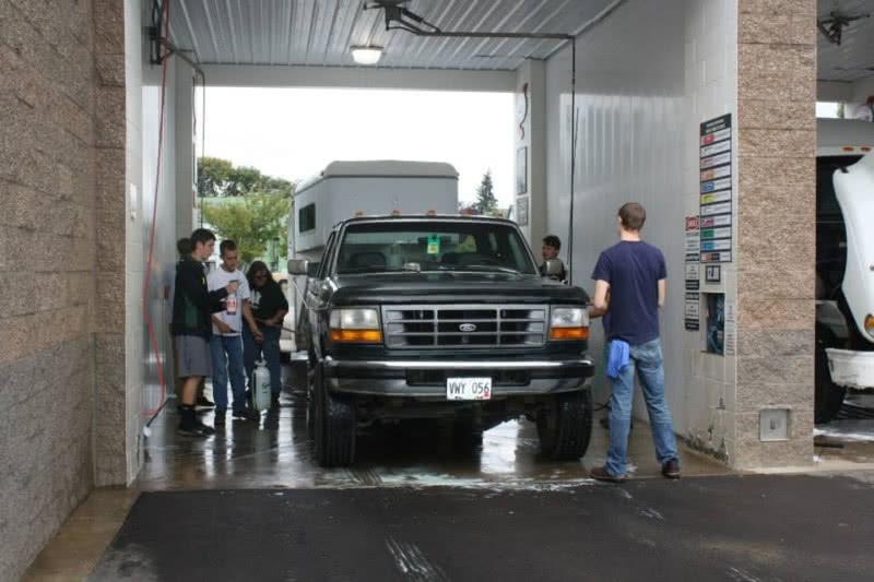 https://thedriveincarwash.com/wp-content/uploads/2021/06/Drive-In-Car-Washing-Hubbard-Oregon-04.jpg
